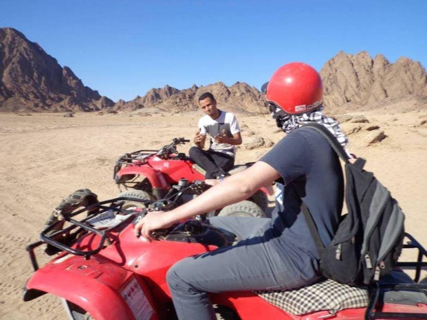 Wüstensafari mit dem Quad zum Beduinendorf in hurghada